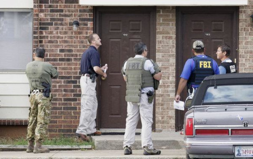 Agents with the Edmond Police Department, DEA, FBI, and the Oklahoma Highway Patrol execute  search warrants at Rolling Green Apartments, 400 E. Danforth in Edmond on Wednesday. Photo by Paul B. Southerland, The Oklahoman ORG XMIT: KOD <strong>PAUL B. SOUTHERLAND - PAUL B. SOUTHERLAND</strong>