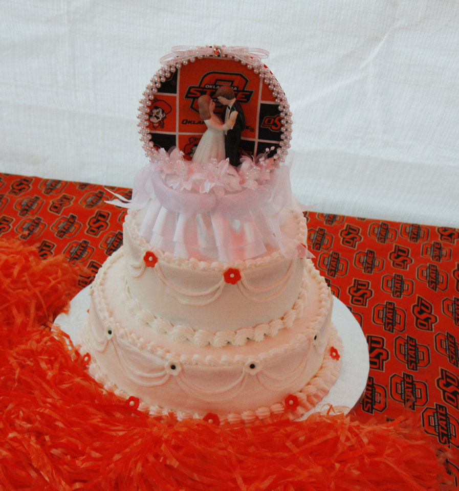 Photo - The wedding cake for Cowboy fans Scott Stuart and Yvonne Marsh who got married before the college football game between the University of Oklahoma Sooners (OU) and Oklahoma State University Cowboys (OSU) at Boone Pickens Stadium on Saturday, Nov. 29, 2008, in Stillwater, Okla. 