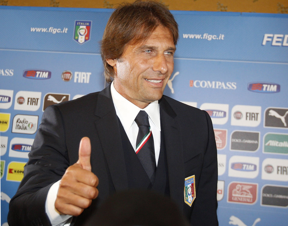 Photo - Italian national soccer team's new coach Antonio Conte flashes a thumb up sign at the end of a press conference for his presentation, in Rome, Tuesday, Aug. 19, 2014. (AP Photo/Riccardo De Luca)