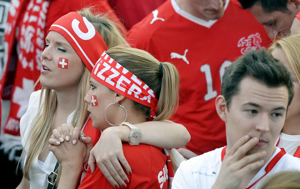 Photo - Swiss soccer fans react during the live broadcast of the Brazil Soccer FIFA World Cup match between Argentina and Switzerland at the public viewing WM-Lounge Europaallee in Zurich, Switzerland, Tuesday, July 1, 2014. (AP Photo/Keystone, Walter Bieri)