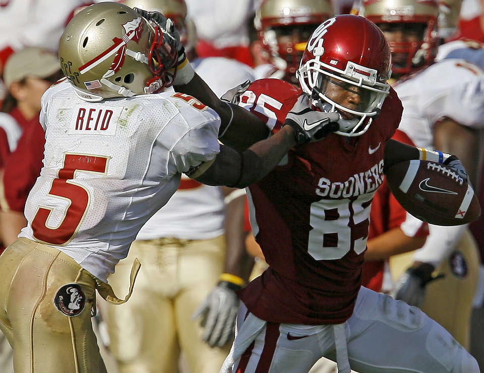Photo - OU's Ryan Broyles fights off Florida State's Greg Reid during the second half of the college football game between the University of Oklahoma Sooners (OU) and Florida State University Seminoles (FSU) at the Gaylord Family-Oklahoma Memorial Stadium on Saturday, Sept. 11, 2010, in Norman, Okla.   Photo by Bryan Terry, The Oklahoman