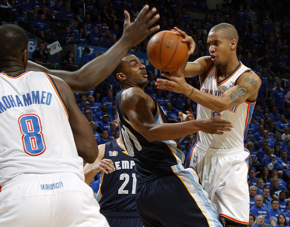 Photo - Oklahoma City's Eric Maynor (6) passes the ball around Darrell Arthur (00) of Memphis during game two of the Western Conference semifinals between the Memphis Grizzlies and the Oklahoma City Thunder in the NBA basketball playoffs at Oklahoma City Arena in Oklahoma City, Tuesday, May 3, 2011. Photo by Bryan Terry, The Oklahoman