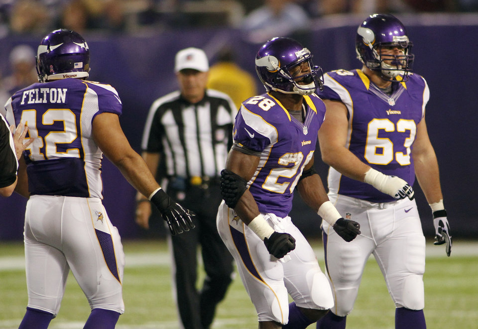 Photo -   Minnesota Vikings running back Adrian Peterson, center, reacts in front of teammates Jerome Felton, left, and Brandon Fusco, right, after losing a fumble during the first half of an NFL football game against the Tampa Bay Buccaneers Thursday, Oct. 25, 2012, in Minneapolis. (AP Photo/Andy King)