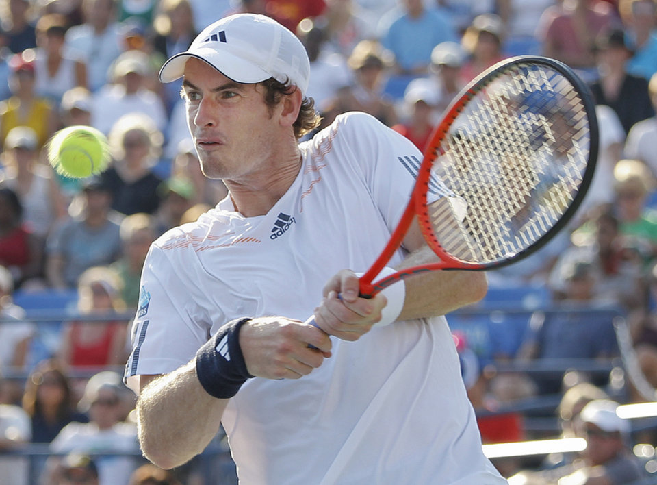 Photo -   Britain's Andy Murray returns a shot to Spain's Feliciano Lopez in the third round of play at the 2012 US Open tennis tournament, Saturday, Sept. 1, 2012, in New York. (AP Photo/Mel C. Evans)