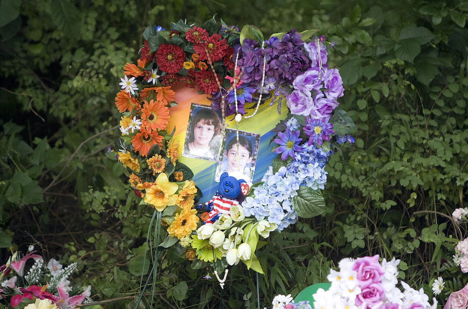Photo - A make-shift memorial sits on the side of the road, Sunday, June, 14, 2008, near the spot Taylor Paschal-Placker and Skyla Whitaker were shot last week. SARAH PHIPPS, THE OKLAHOMAN