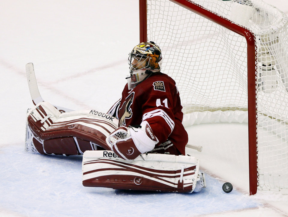 Phoenix Coyotes goalie Mike Smith (41) sits on the ice after giving up a goal against the Los Angeles Kings during the second period of Game 5 of the NHL hockey Stanley Cup Western Conference finals, Tuesday, May 22, 2012, in Glendale, Ariz. (AP Photo/Matt York)