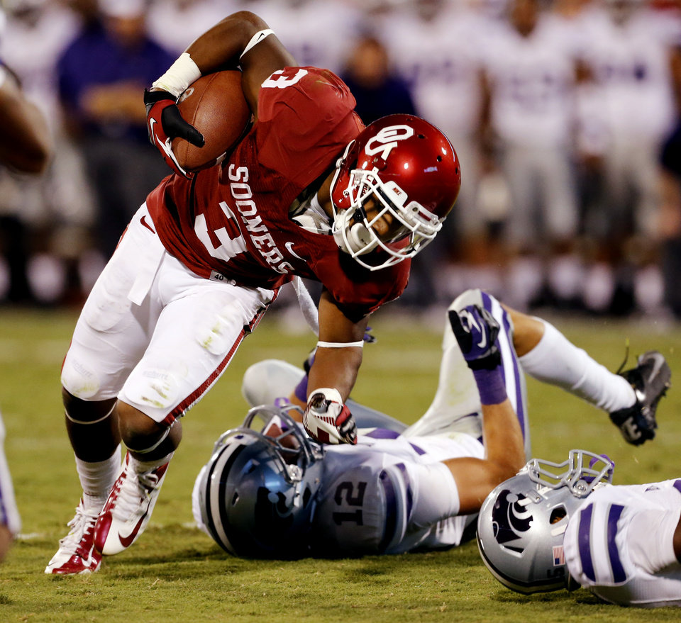 Photo - Sterling Shepard (3) catches a touchdown pass during the second half of a college football game where the University of Oklahoma Sooners (OU) lost 24-19 to the Kansas State University Wildcats (KSU) at Gaylord Family-Oklahoma Memorial Stadium, Saturday, September 22, 2012. Photo by Steve Sisney, The Oklahoman