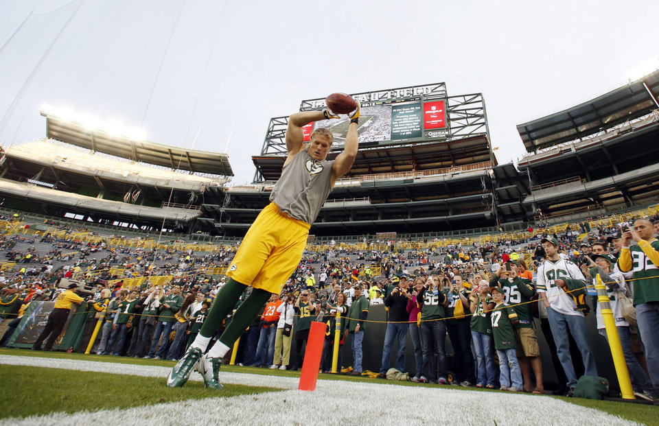 Photo -   Green Bay Packers' Clay Matthews warms up before an NFL football game against the Chicago Bears Thursday, Sept. 13, 2012, in Green Bay, Wis. (AP Photo/Jeffrey Phelps)