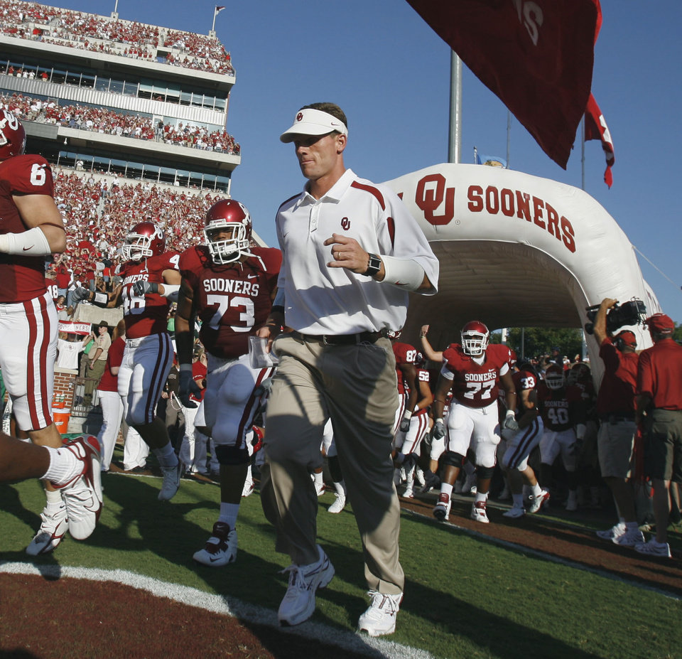 Assistant head coach and defensive coordinator Brent Venables enters the stadium before the University of Oklahoma Sooners (OU) college football game against the University of North Texas Mean Green (UNT) at the Gaylord Family - Oklahoma Memorial Stadium, on Saturday, Sept. 1, 2007, in Norman, Okla.   By STEVE SISNEY, The Oklahoman