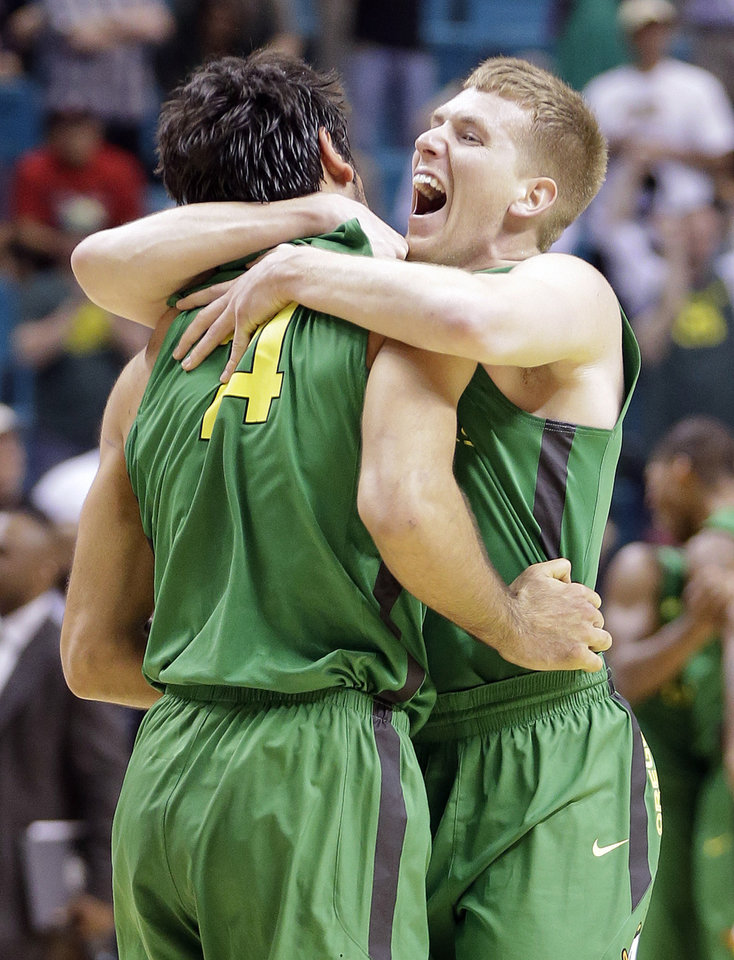 Oregon\'s E.J. Singler, right, and Arsalan Kazemi celebrate defeating UCLA 78-69 in the championship NCAA college basketball game in the Pac-12 Conference tournament, Saturday, March 16, 2013, in Las Vegas. (AP Photo/Julie Jacobson) ORG XMIT: NVJJ140