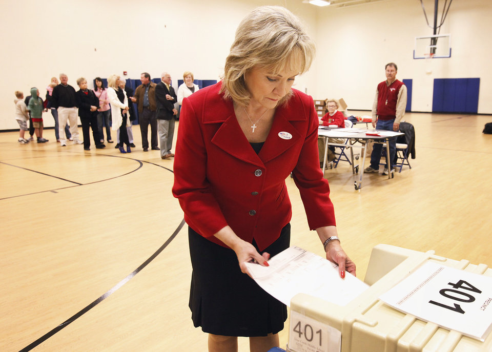 Photo - Mary Fallin voting at Deer Creek Middle School, Tuesday,  November 2, 2010.    Staff photo by David McDaniel, The Oklahoman