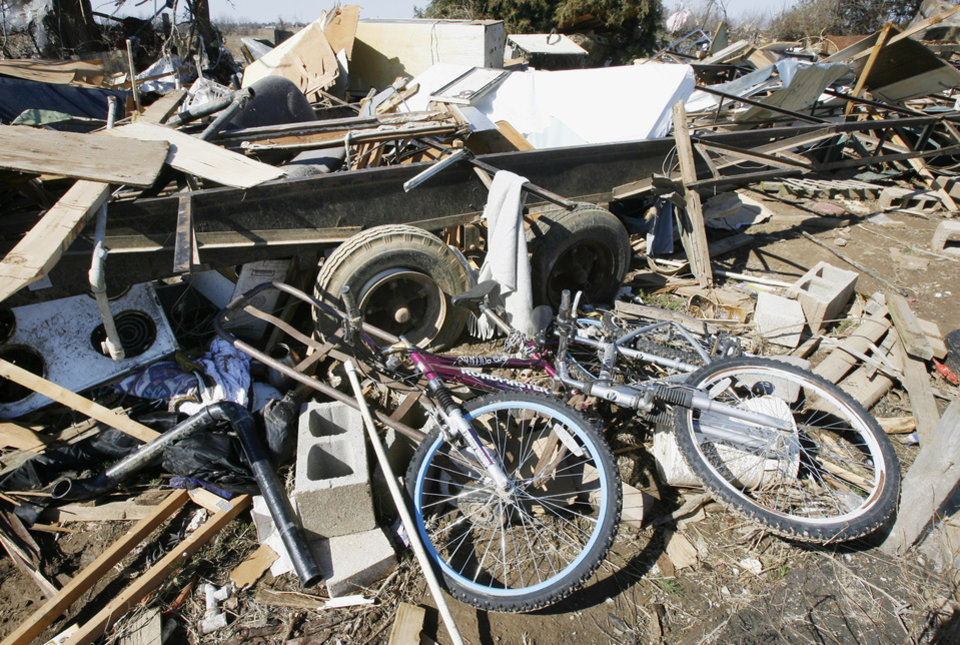Photo - Mobile home debris on Brock Road in Lone Grove, Wednesday, Feb. 11, 2009. BY PAUL B. SOUTHERLAND, THE OKLAHOMAN