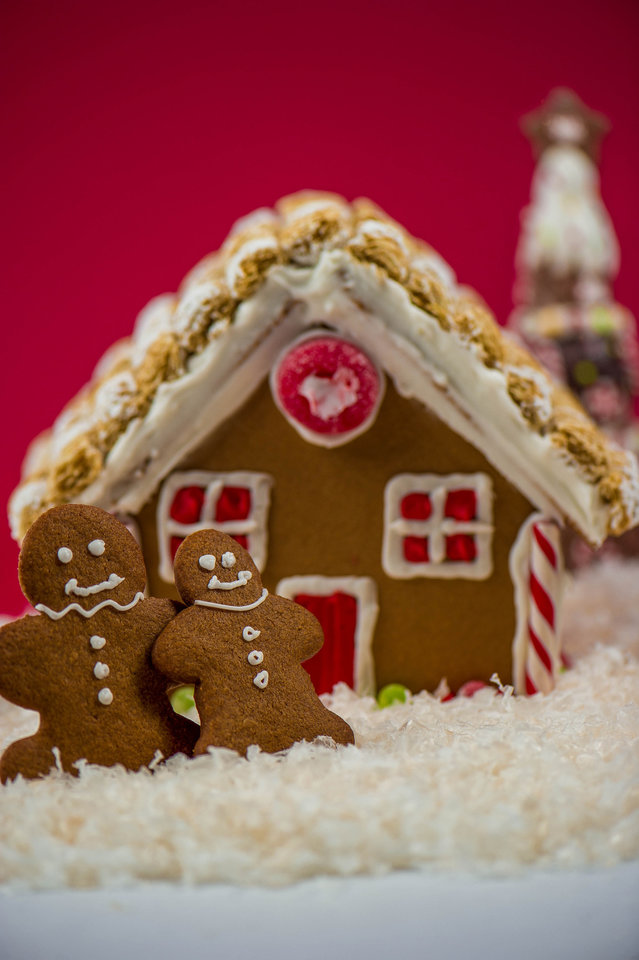 Photo -  Learn about making gingerbread houses at the Myriad Botanical Gardens. [Metro Creative Connection]