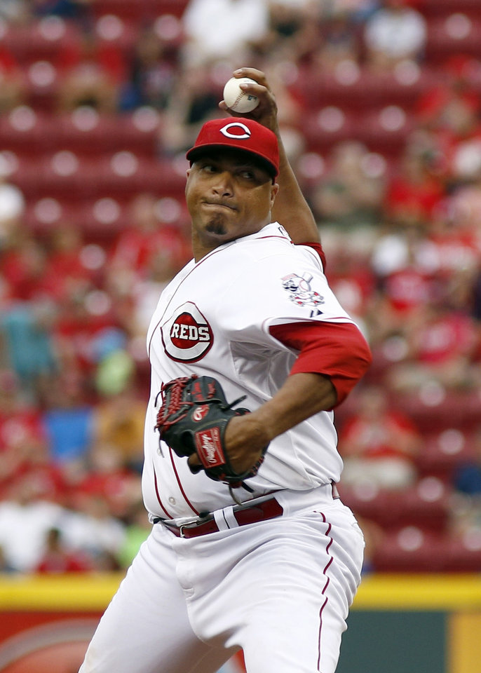 Photo - Cincinnati Reds starting pitcher Alfredo Simon throws against the Washington Nationals in the first inning of a baseball game, Friday, July 25, 2014, in Cincinnati. (AP Photo/David Kohl)