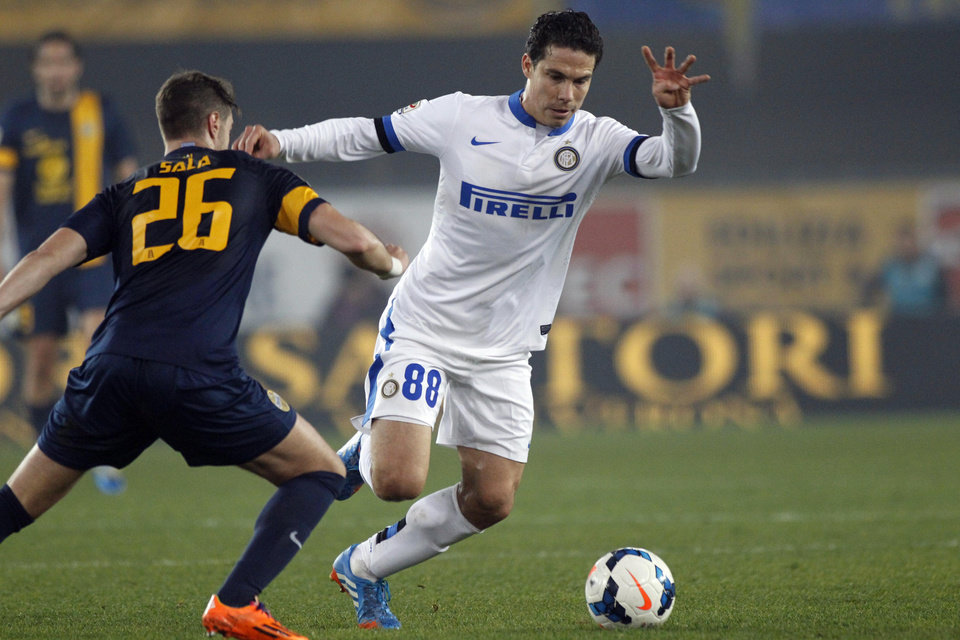 Photo - Inter Milan's Hernanes, right, and Hellas Verona's Jacopo Sala challenge for the ball during a Serie A soccer match at the Bentegodi stadium in Verona, Italy, Saturday, March 15, 2014. (AP Photo/Felice Calabro')