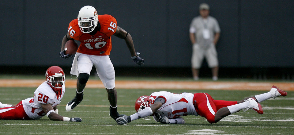 Photo - OSU's Perrish Cox (16) gets by Houston defenders Jeffery Lewis (28) and Brandon Brinkley (21)during the college football game between the University of Houston (UH) Cougars and the Oklahoma State University (OSU) Cowboys at Boone Pickens Stadium in Stillwater, Okla., Saturday, September 12, 2009. Photo by Sarah Phipps, The Oklahoman ORG XMIT: KOD