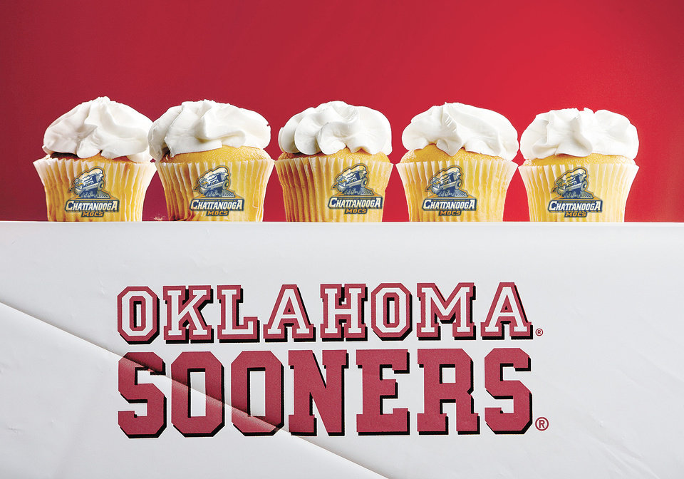 Photo - TENNESSEE-CHATTANOOGA MOCS / GRAPHIC WITH PHOTO: UNIVERSITY OF OKLAHOMA SOONERS FOOTBALL, CUPCAKES: Photo illustration for OU Pregame package.  BY BRYAN TERRY, THE OKLAHOMAN  ILLUSTRATION BY TODD PENDLETON		ORG XMIT: KOD ORG XMIT: OKC0808282204019970