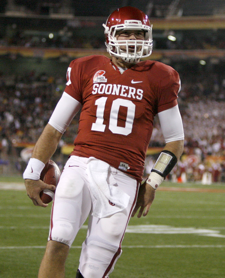 Photo -   BELLDOZER: A       The short-yardage offense works when quarterback Blake Bell, pictured here, keeps the ball. Otherwise, not so much. Bell scored three touchdowns off the short-yardage formation - at halftime, OU led 14-0 and had scored three December touchdowns, all by Bell, even though he had taken just six snaps in the month. And OU used Bell to put the game away, with a 21-yard TD run with 45 seconds left. But the Belldozer had some snags. Bell made just two yards on third-and-3 late in the second quarter, and a Trey Franks reverse on third-and-2 lost two yards in the fourth quarter.