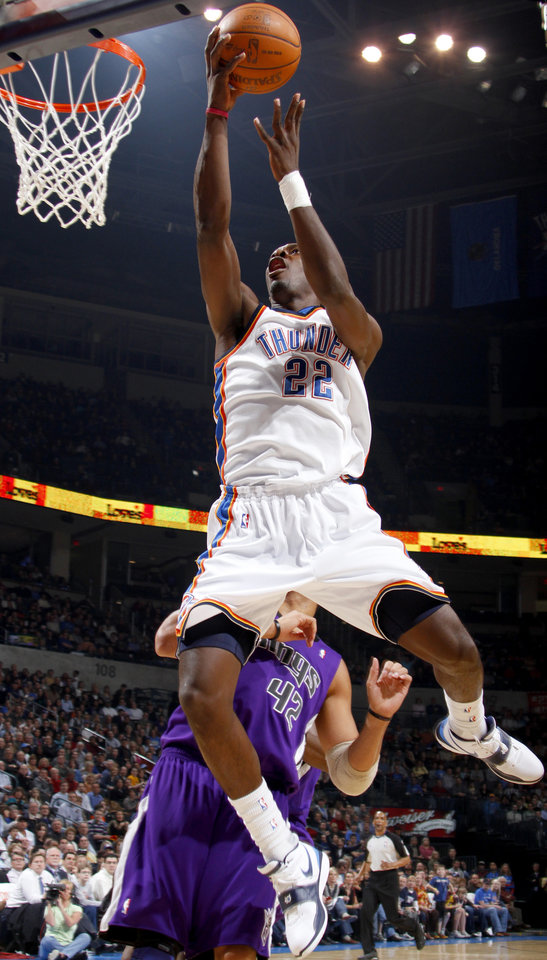 Photo - Oklahoma City's Jeff Green goes past Sacramento's Sean May during the NBA basketball game between the Oklahoma City Thunder and the Sacramento Kings at the Ford Center in Oklahoma City, Tuesday, March 2, 2010.  Photo by Bryan Terry, The Oklahoman