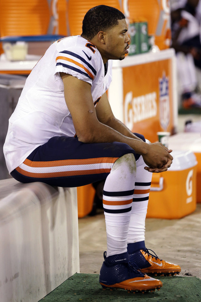 Photo -   Chicago Bears quarterback Jason Campbell (2) sits on the bench in the closing seconds of their 32-7 loss to the San Francisco 49ers in an NFL football game in San Francisco, Monday, Nov. 19, 2012. (AP Photo/Marcio Jose Sanchez)