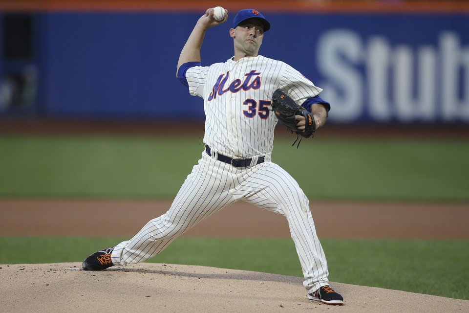 Photo - New York Mets starting pitcher Dillon Gee throws in the first inning of a baseball game against the Atlanta Braves on Tuesday, Aug. 26, 2014, in New York. (AP Photo/John Minchillo)