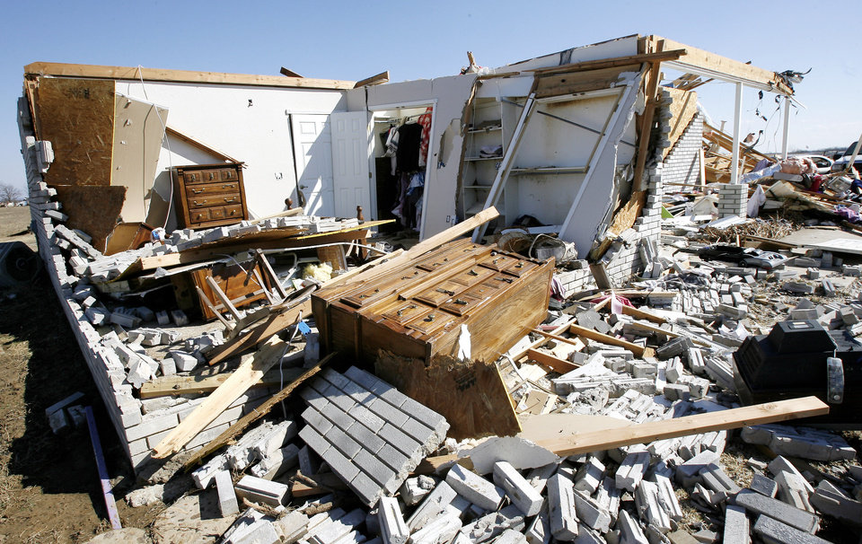 Photo - House destroyed on Brock Road in Lone Grove, Wednesday, Feb. 11, 2009.  BY PAUL B. SOUTHERLAND, THE OKLAHOMAN