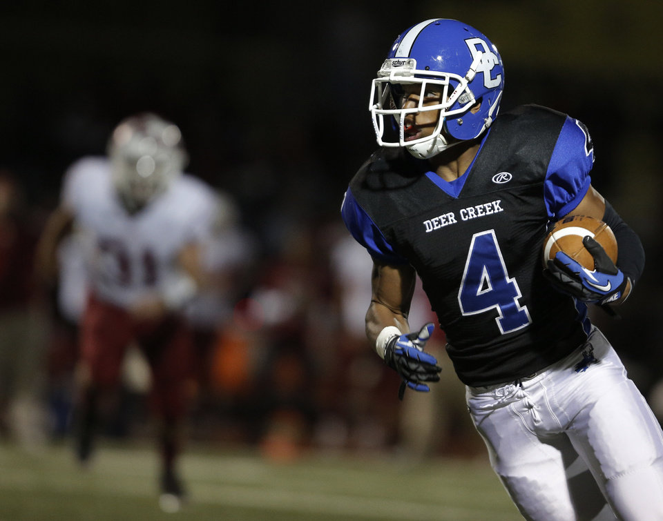 Photo - Deer Creek's Jared Rayburn (4) runs the ball during a high school football game between Deer Creek and Ardmore at Deer Creek Stadium in Edmond, Okla., Friday, Nov. 9, 2012.  Photo by Garett Fisbeck, The Oklahoman