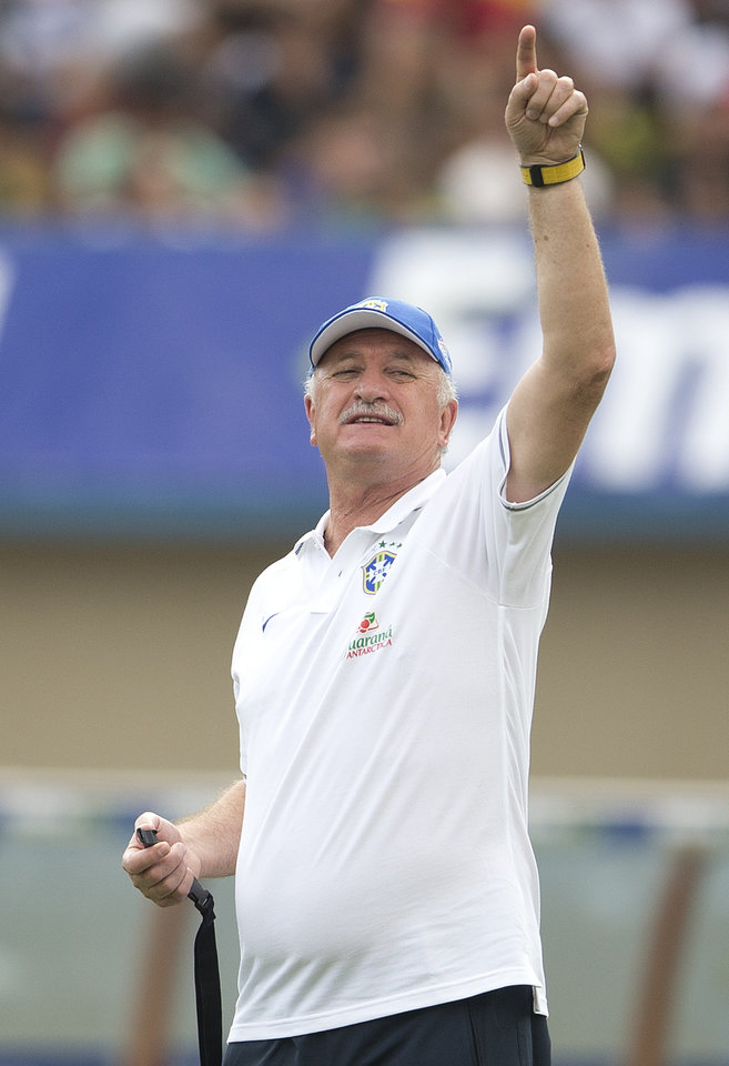 Photo - Brazil's head coach Luiz Felipe Scolari gives instructions to his players during a practice session at the Serra Dourada stadium in Goiania, Brazil, Monday, June 2, 2014. Brazil will face Panama on Tuesday in preparation for the World Cup soccer tournament that starts on 12 June. (AP Photo/Andre Penner)