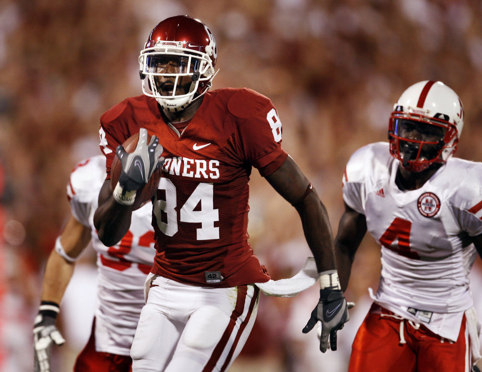 Quentin Chaney scores on a pass during the first half of the college football game between the University of Oklahoma Sooners (OU) and the University of Nebraska Huskers (NU) at the Gaylord Family Memorial Stadium, on Saturday, Nov. 1, 2008, in Norman, Okla. 