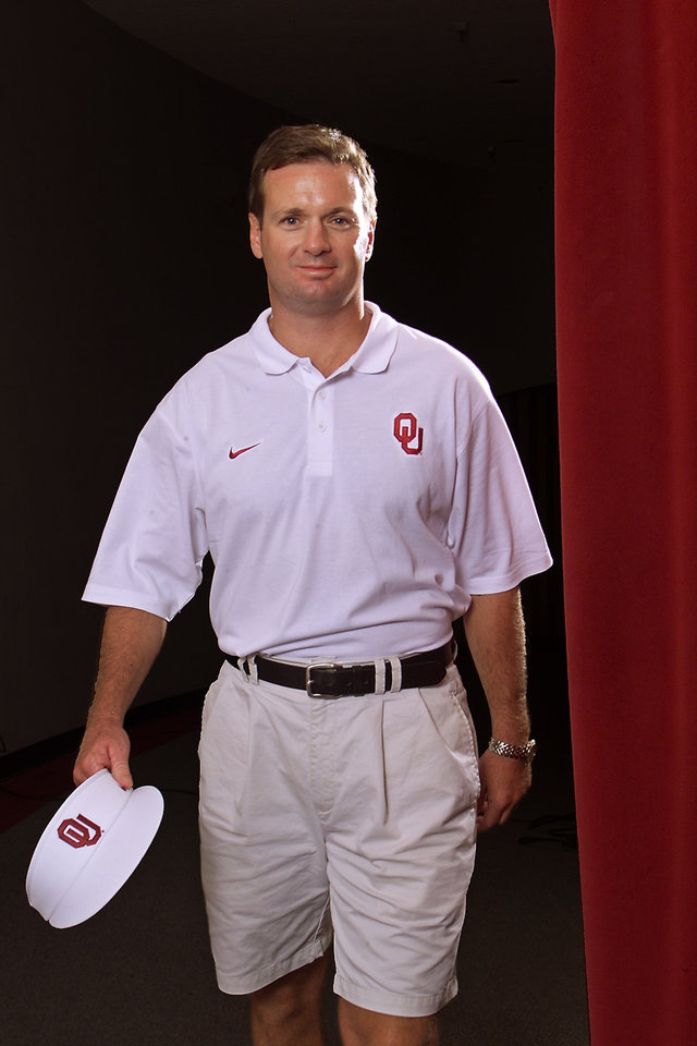Photo - COLLEGE FOOTBALL: OU coach Bob Stoops for 2002 football tab. Shot at Rupel Jones Theater.  Staff photo by Doug Hoke.