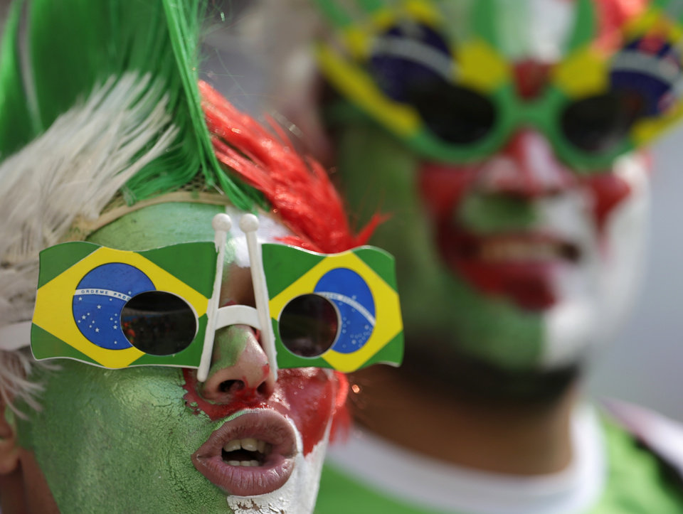 Photo - Spectators cheer before the start of the group H World Cup soccer match between Belgium and Algeria at the Mineirao Stadium in Belo Horizonte, Brazil, Tuesday, June 17, 2014.  (AP Photo/Petr David Josek)