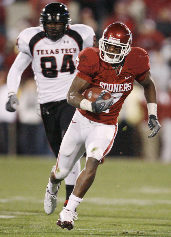 Photo - OU's DeMarco Murray (7) breaks a long run in front of Texas Tech's Brandon Williams (84) in the first quarter of the college football game between the University of Oklahoma Sooners and Texas Tech University at Gaylord Family -- Oklahoma Memorial Stadium in Norman, Okla., Saturday, Nov. 22, 2008. BY NATE BILLINGS, THE OKLAHOMAN