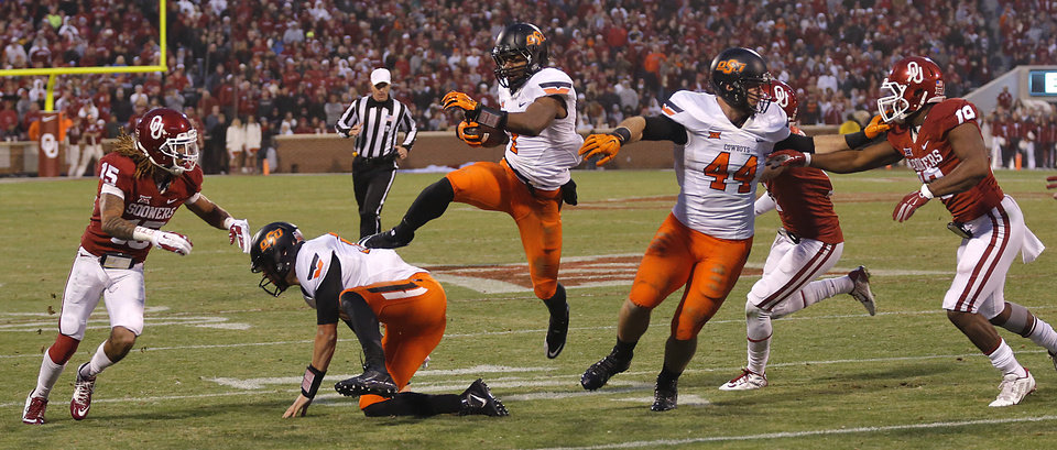 Photo - Oklahoma State's Brandon Sheperd (7) tries to make his way to the end zone through the Oklahoma defense during a Bedlam college football game between the University of Oklahoma Sooners (OU) and the Oklahoma State University Cowboys (OSU) at the Gaylord Family Oklahoma Memorial Stadium in Norman, Okla. on Saturday, Dec. 6, 2014. Photo by Chris Landsberger, The Oklahoman