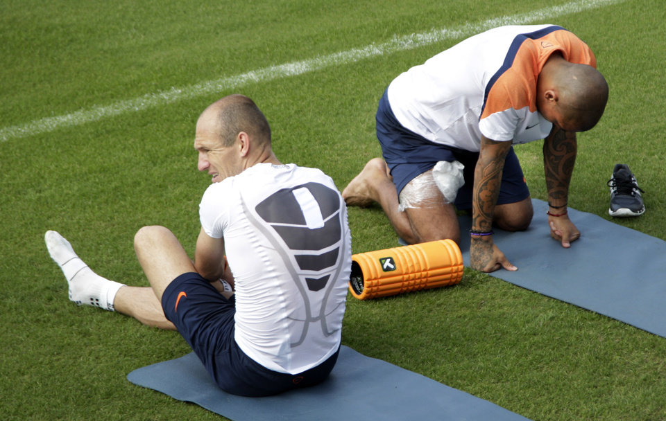 Photo - Netherlands players Arjen Robben and Nigel de Jong talk next to the pitch during a training session of the Netherlands in Rio de Janeiro, Brazil, Wednesday, July 2, 2014. The Netherlands player their quarterfinal of the 2014 soccer World Cup against Costa Rica on July 5 in Salvador. (AP Photo/Michael Corder)