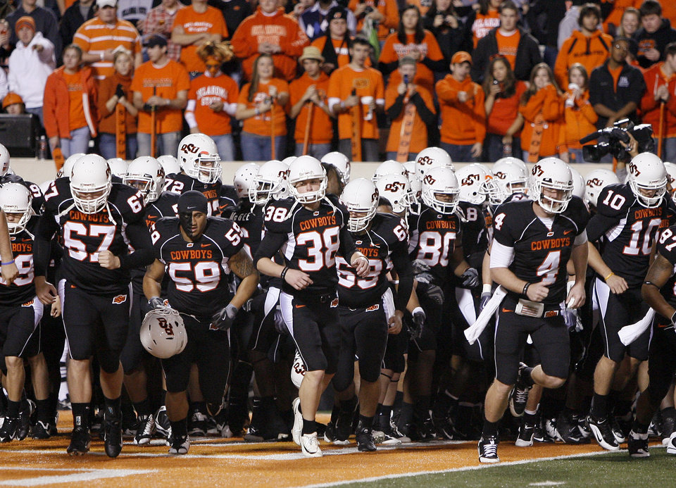 The OSU team gathers before warming up for their college football game against the University of Colorado (CU) at Boone Pickens Stadium in Stillwater, Okla., Thursday, Nov. 19, 2009. Photo by Bryan Terry, The Oklahoman