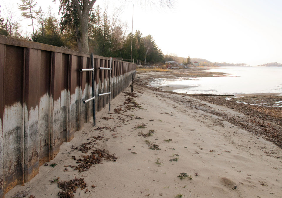Photo -   In this Nov. 16, 2012 photo, the white streaks on a steel breakwall show the normal water level on Portage Lake at Onekama, Mich., which is connected by a channel to Lake Michigan. Levels across much of the Great Lakes are abnormally low, causing problems for small harbor towns that rely on boating and water tourism. The Great Lakes, the world's biggest freshwater system, are dropping because of drought and climbing temperatures, a trend that accelerated with this year's almost snowless winter and scorching summer. (AP Photo/John Flesher)