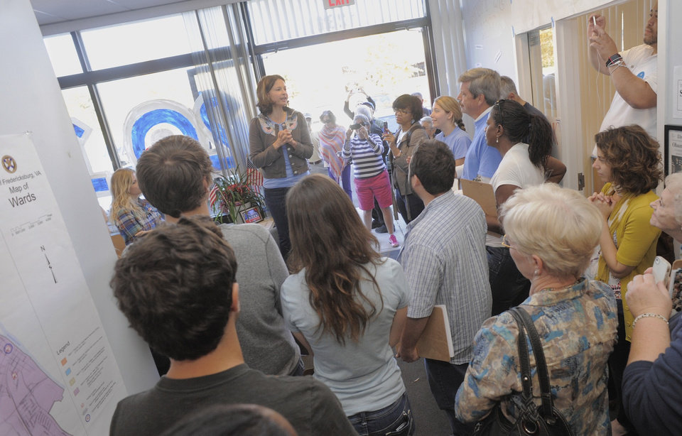 Photo -   Actress Ashley Judd, center, gives a pep talk to volunteers for the Obama for President campaign at the Fredericksburg, Va. office on Sunday, Oct. 21, 2012. (AP Photo/The Free Lance-Star, Robert A. Martin)