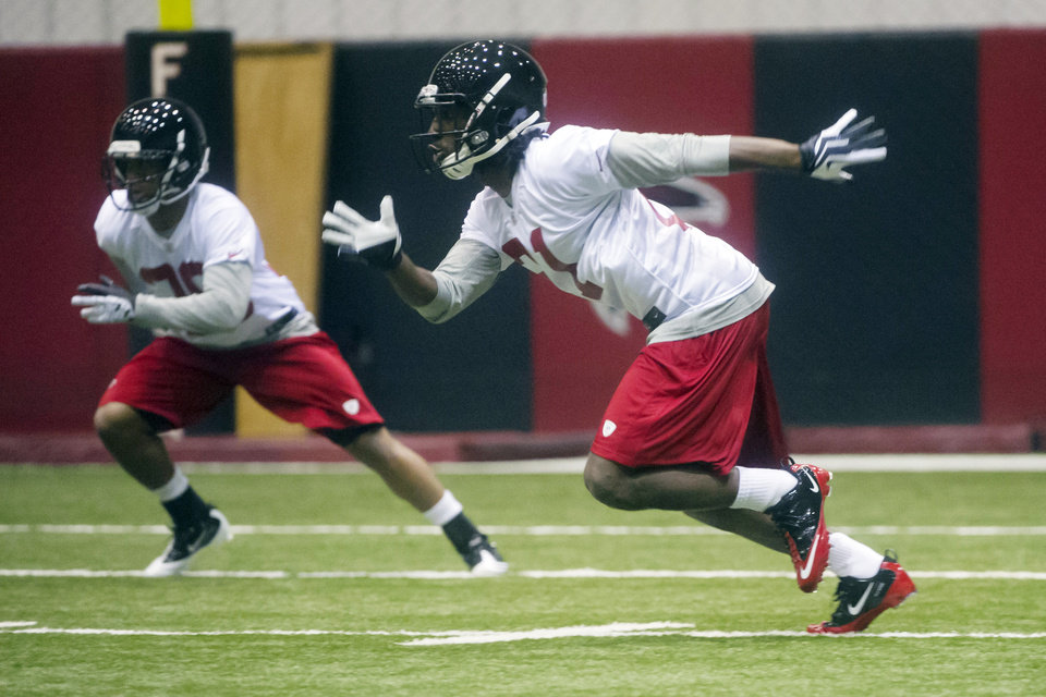 Photo - Atlanta Falcons cornerbacks Desmond Trufant, right, from Washington, and Momo Thomas from Colorado State, workout during NFL football rookie minicamp, Saturday, May 4, 2013, in Flowery Branch, Ga. (AP Photo/John Amis)