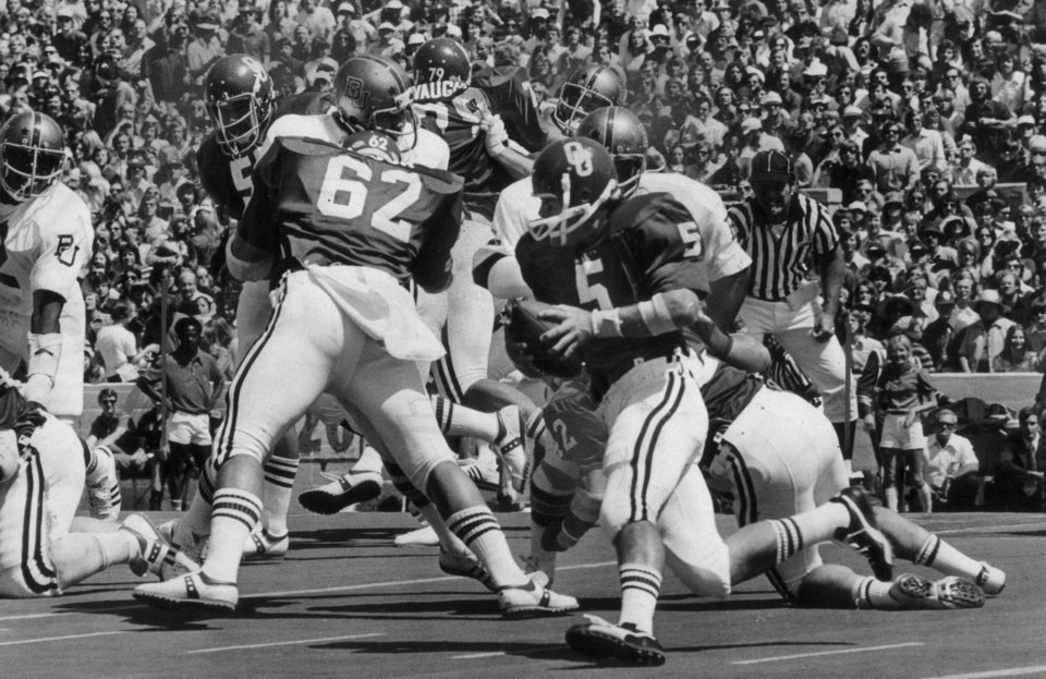 Photo - OU quarterback Steve Davis is pictured during an early game in the 1975 season. OKLAHOMAN ARCHIVE PHOTO