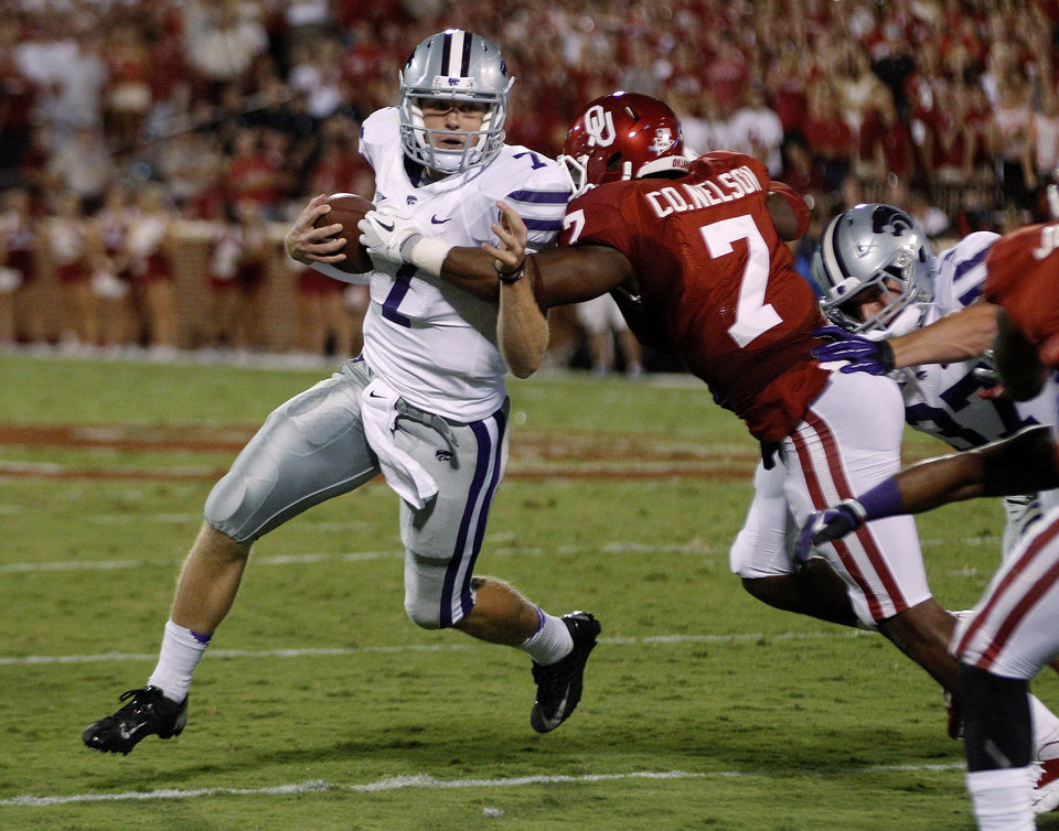 Photo -   Kansas State quarterback Collin Klein (7) is stopped by Oklahoma linebacker Corey Nelson (7) during the second quarter of an NCAA college football game in Norman, Okla., Saturday, Sept. 22, 2012. (AP Photo/Sue Ogrocki)