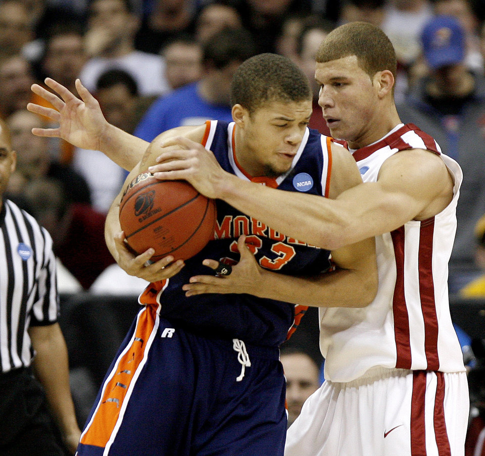 Photo - OU's Blake Griffin defends against Morgan State's KevinThonpson during a first round game of the men's NCAA tournament between Oklahoma and Morgan State in Kansas City, Mo., Thursday, March 19, 2009.  PHOTO BY BRYAN TERRY, THE OKLAHOMAN