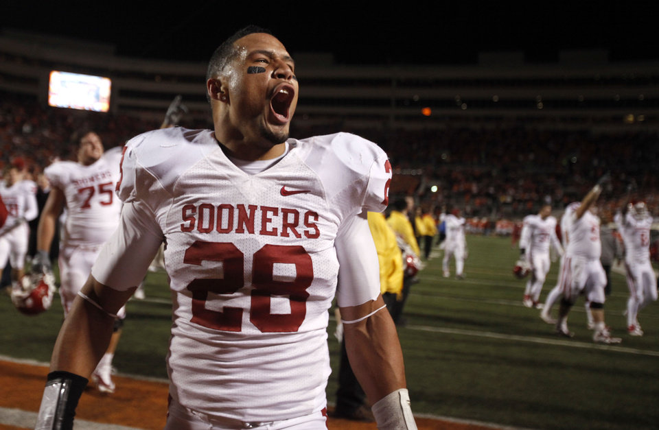 Photo - CELEBRATION: Oklahoma's Travis Lewis (28) celebrates the Sooners' win during the Bedlam college football game between the University of Oklahoma Sooners (OU) and the Oklahoma State University Cowboys (OSU) at Boone Pickens Stadium in Stillwater, Okla., Saturday, Nov. 27, 2010. Photo by Sarah Phipps, The Oklahoman ORG XMIT: KOD