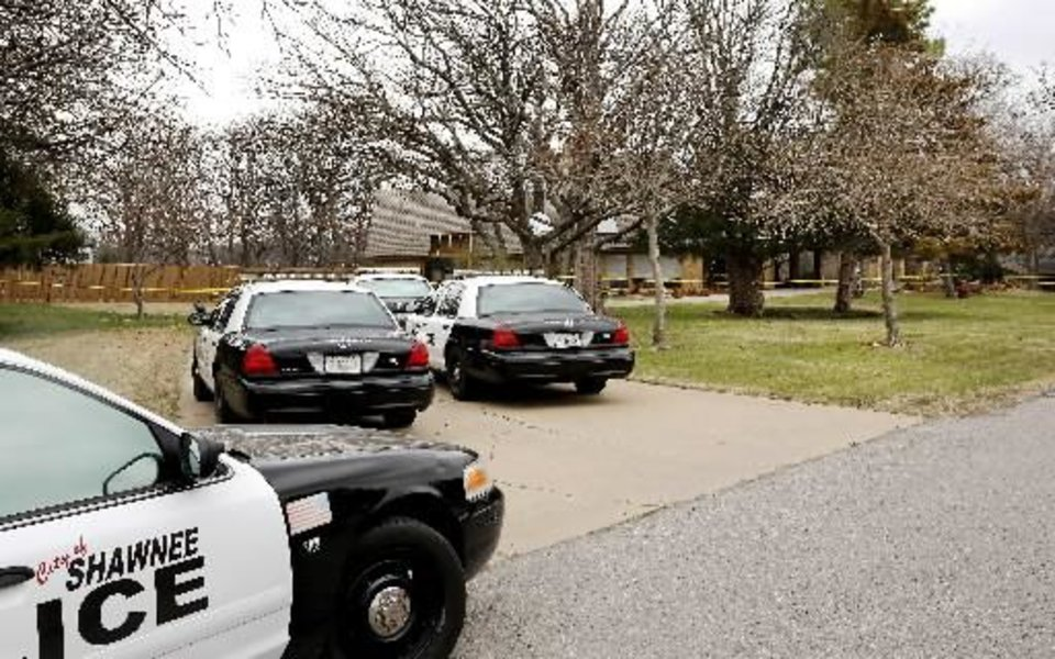 Photo - Shawnee police investigate the scene of a pre-dawn homicide in an upscale neighborhood in northeast Shawnee Thursday, March 21, 2013. Police confirmed that Cathy Byus was killed in a domestic-related homicide inside her home at 27 Bella Vista Vista Lane. Photo by Jim Beckel,