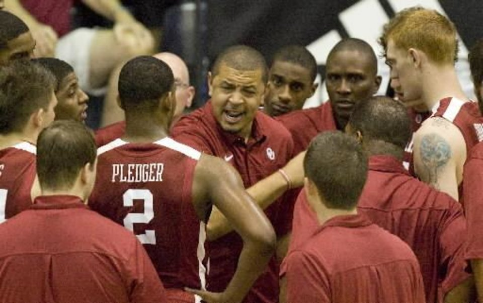 Photo - Oklahoma coach Jeff Capel, center, tries to motivate his team during a timeout while playing against Chaminade in the first half of an NCAA college basketball game at the Maui Invitational in Lahaina, Hawaii, Wednesday, Nov. 24, 2010. (AP Photo/Eugene Tanner) ORG XMIT: HIET104