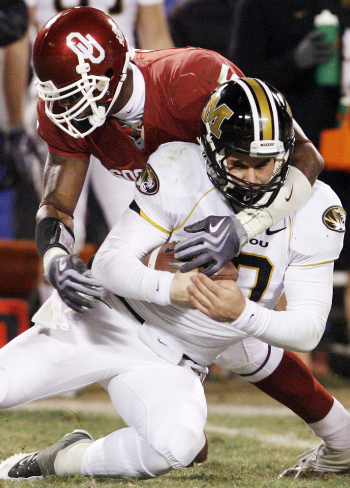 Photo - OU's Nic Harris tackles Missouri's Chase Daniel on a keeper during the second half of the Big 12 Championship college football game between the University of Oklahoma Sooners (OU) and the University of Missouri Tigers (MU) on Saturday, Dec. 6, 2008, at Arrowhead Stadium in Kansas City, Mo. 