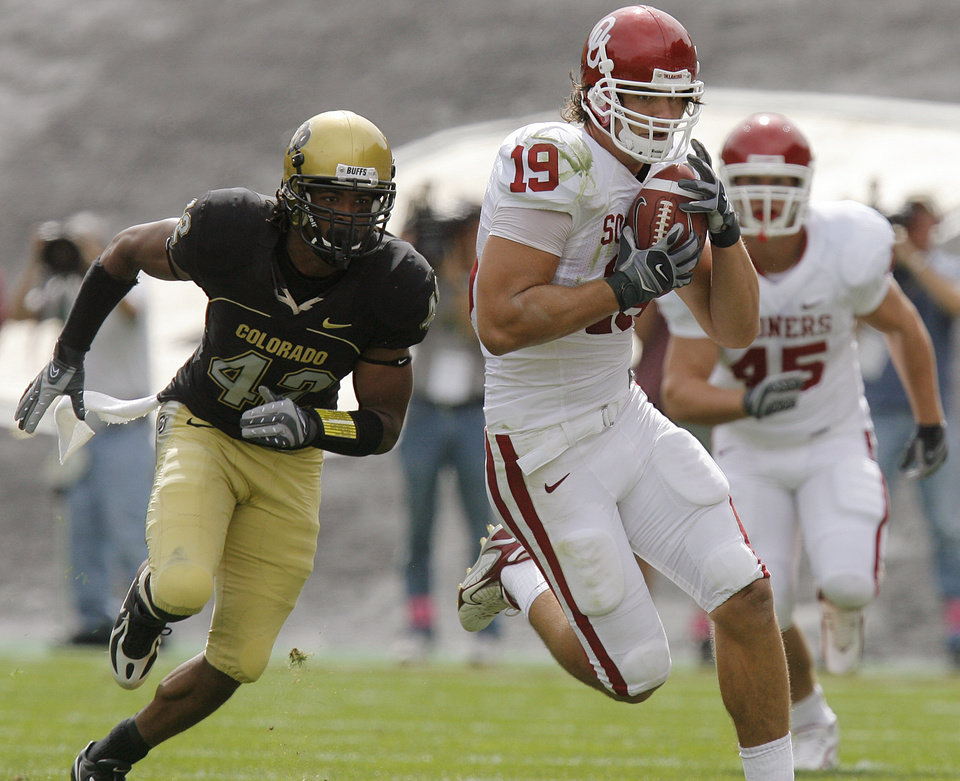 Oklahoma\'s Joe Jon Finley (19) races past Colorado\'s Benjamin Burney (42) as Finley takes the ball up field during the first half of the college football game between the University of Oklahoma Sooners (OU) and the University of Colorado Buffaloes (CU) at Folsom Field in Boulder, Co., on Saturday, Sept. 28, 2007. By NATE BILLINGS, The Oklahoman
