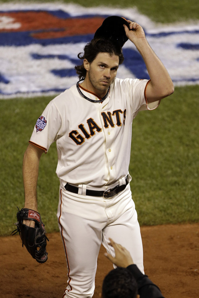 Photo -   San Francisco Giants' Barry Zito tips is hat to the crowd after being removed from the game during the sixth inning of Game 1 of baseball's World Series against the Detroit Tigers Wednesday, Oct. 24, 2012, in San Francisco. (AP Photo/Jeff Chiu)