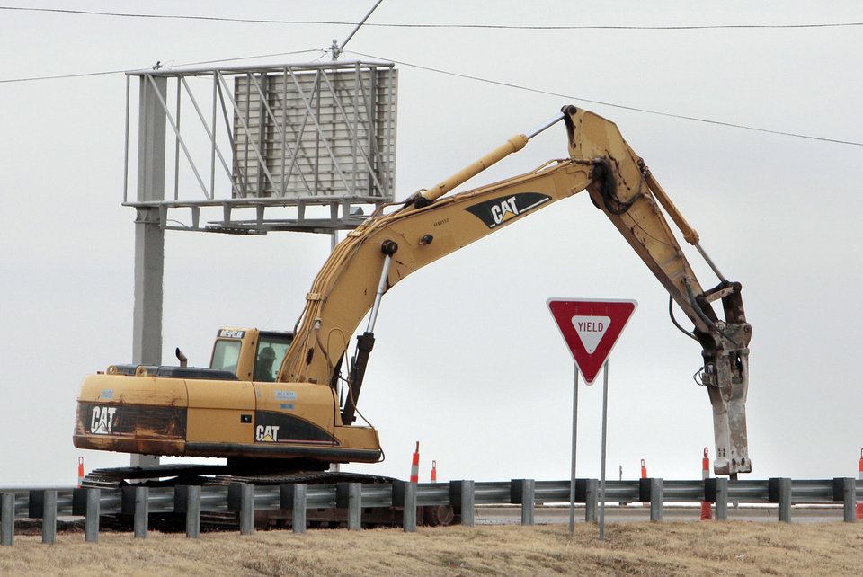 Crews contracted by the state Transportation Department have started work on the Main Street interchange at Interstate 35 in Norman. PHOTOS BY STEVE SISNEY, THE OKLAHOMAN