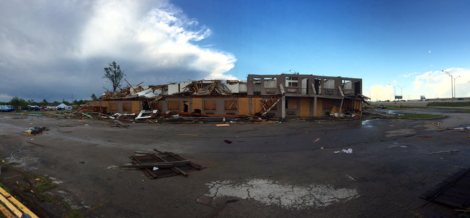 Photo - Motel damaged by tornado - Photo by Steve Gooch