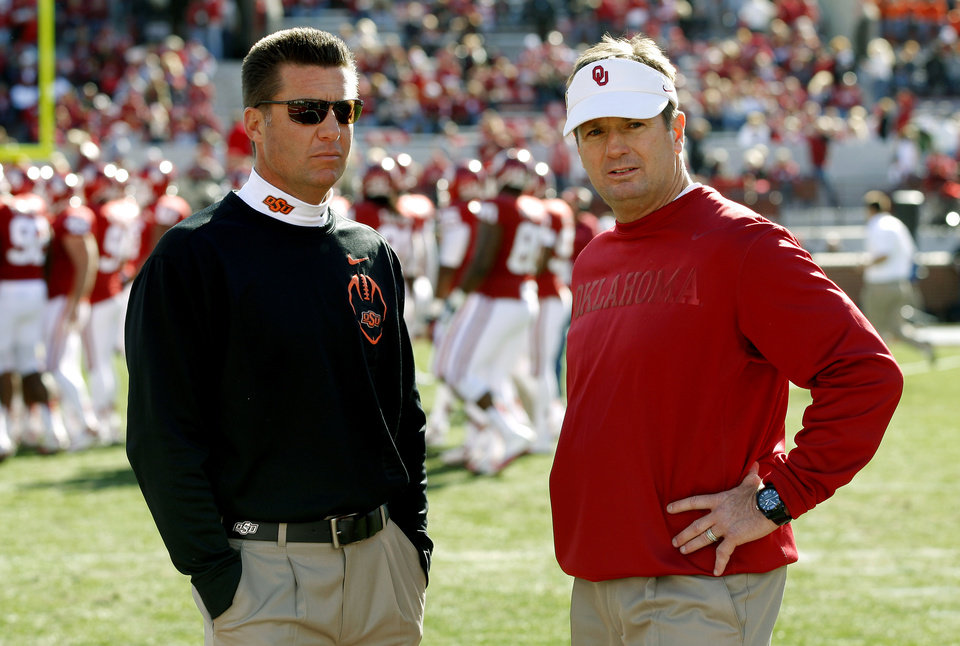 BEDLAM FOOTBALL: Oklahoma State coach Mike Gundy and Oklahoma coach Bob Stoops talk prior to the Bedlam college football game between the University of Oklahoma Sooners (OU) and the Oklahoma State University Cowboys (OSU) at Gaylord Family-Oklahoma Memorial Stadium in Norman, Okla., Saturday, Nov. 24, 2012. Photo by Bryan Terry, The Oklahoman